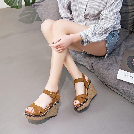 Schöne Braun Strassenmode Wasserdichte Sandalen Damen 2021 Knöchelriemen 11 cm Keilabsatz Peeptoes Sandaletten Hochhackige