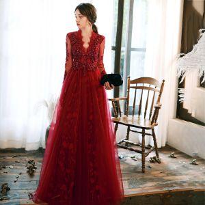 Mode Rot Abendkleider 2020 A Linie V-Ausschnitt Durchsichtige Lange Ärmel Blatt Applikationen Spitze Perlenstickerei Lange Rüschen Rückenfreies Festliche Kleider