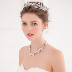 Butterfly Rhinestone Earrings/Hand-inlaid Pearl Necklace/Bridal Crown Three-piece