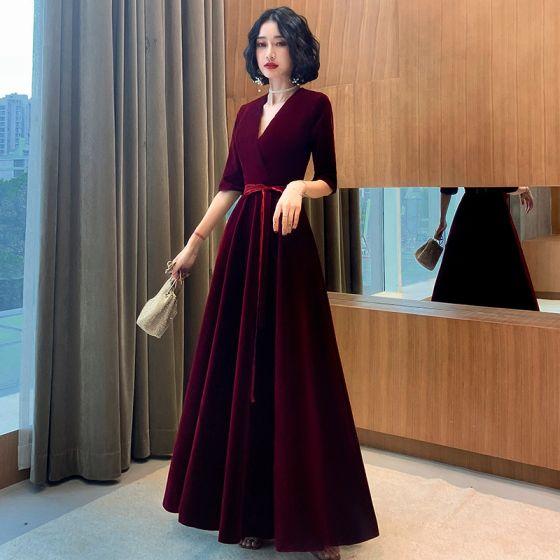 Eleganta Burgundy Mocka Aftonklänningar 2021 Prinsessa V-Hals Rosett 1/2 ärm Långa Afton Formella Klänningar