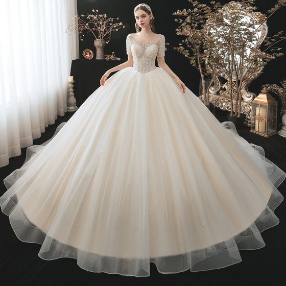 Stylowe / Modne Szampan Suknie Ślubne 2021 Suknia Balowa Wycięciem Frezowanie Perła Cekiny Kótkie Rękawy Bez Pleców Trenem Królewski Ślub