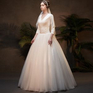 Vintage / Retro Affordable Ivory Winter Wedding Dresses 2019 A-Line / Princess V-Neck 3/4 Sleeve Appliques Lace Floor-Length / Long Ruffle