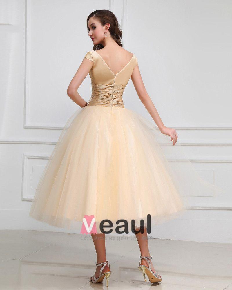 V Neck Embroidery Short Bridal Gown Wedding Dress