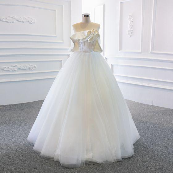 Schlicht Weiß Satin Hochzeits Brautkleider / Hochzeitskleider 2020 Ballkleid Bandeau Ärmellos Rückenfreies Lange Rüschen