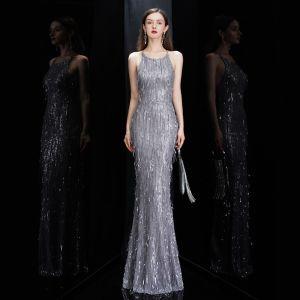 Sexy Grau Abendkleider 2020 Meerjungfrau Rundhalsausschnitt Ärmellos Pailletten Quaste Lange Rüschen Rückenfreies Festliche Kleider
