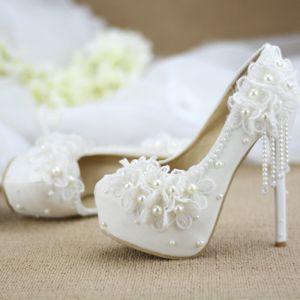 Élégant Chic / Belle Ivoire Perle Gland Chaussure De Mariée 2020 En Dentelle Fleur 14 cm Talons Aiguilles À Bout Rond Mariage Escarpins