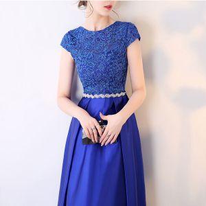 Erschwinglich Königliches Blau Abendkleider 2017 Kurze Ärmel Perlenstickerei Strass Stoffgürtel Rüschen Satin Festliche Kleider