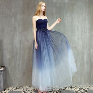 Mode Mörk Marinblå Gradient-Färg Balklänningar 2019 Prinsessa Axelbandslös Ärmlös Beading Långa Ruffle Halterneck Formella Klänningar