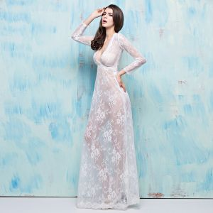 Chic / Beautiful 2017 White Evening Dresses  V-Neck Lace Appliques Backless Pierced Party Dresses