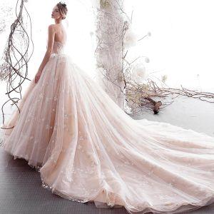 Luxus / Herrlich Champagner Brautkleider / Hochzeitskleider 2019 A Linie Plissee Bandeau Perlenstickerei Spitze Blumen Ärmellos Rückenfreies Kapelle-Schleppe
