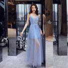 Abordable Bleu Ciel Été Transparentes Robe De Soirée 2019 Princesse Encolure Dégagée Sans Manches Faux Diamant Appliques En Dentelle Perlage Glitter Tulle Longue Volants Robe De Ceremonie