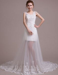 2015 Bride Court Train Shoulders Strap Halter V-neck White Lace Wedding Dress