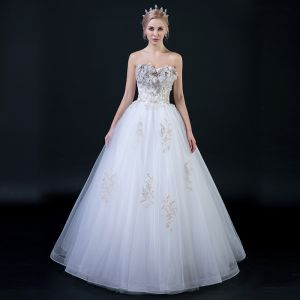 Affordable White Wedding Dresses 2018 Ball Gown Sweetheart Sleeveless Backless Gold Appliques Lace Beading Ruffle Floor-Length / Long