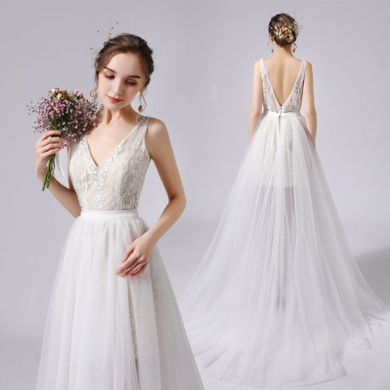 Modest / Simple Champagne Wedding Dresses 2021 A-Line / Princess V-Neck Sleeveless Backless Lace Flower Sweep Train Wedding