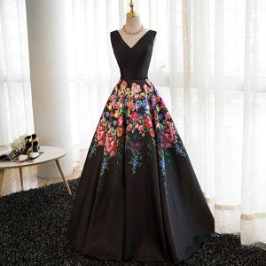Stylowe / Modne Czarne Kwiat Sukienki Na Bal 2017 Princessa V-Szyja Bez Rękawów Druk Satyna Szarfa Długie Bez Pleców Sukienki Wizytowe