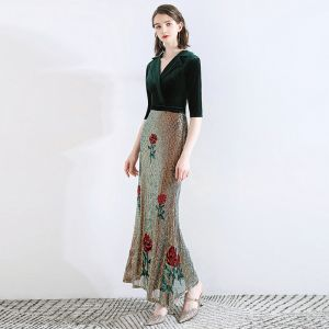 Klassisk Mörkgrön Aftonklänningar 2020 Trumpet / Sjöjungfru Mocka V-Hals Paljetter 1/2 ärm Ankellång Formella Klänningar