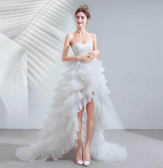 Sexy Høy Lav Elfenben Asymmetrisk Brudekjoler 2020 Prinsesse Strapless Uten Ermer Ryggløse Gripende Ruffles