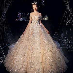 Brillante Champán Vestidos De Novia 2019 A-Line / Princess Fuera Del Hombro Manga Corta Sin Espalda Apliques Con Encaje Glitter Tul Cathedral Train Ruffle