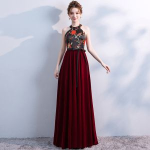 Chic / Beautiful Burgundy Evening Dresses  2017 High Neck A-Line / Princess Burgundy Backless Embroidered Polyester Evening Party Formal Dresses