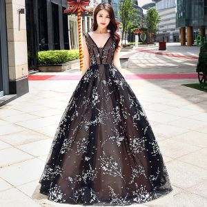 Chic / Beautiful Prom Dresses 2017 Black Floor-Length / Long A-Line / Princess V-Neck Sleeveless Backless Appliques Flower Pierced Formal Dresses