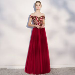 Chic / Beautiful Burgundy Prom Dresses 2018 A-Line / Princess Appliques Off-The-Shoulder Backless Sleeveless Floor-Length / Long Formal Dresses