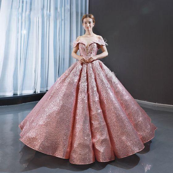 Brillante Rosa Lentejuelas Bailando Vestidos de gala 2020 Ball Gown Transparentes Scoop Escote Manga Corta Apliques Con Encaje Pluma Largos Ruffle Sin Espalda Vestidos Formales