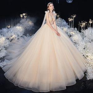 Lyx Champagne Brud Bröllopsklänningar 2020 Balklänning Genomskinliga Djup v-hals Ärmlös Halterneck Appliqués Beading Glittriga / Glitter Tyll Cathedral Train