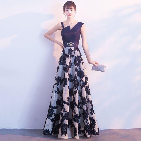 Piękne Granatowe Sukienki Na Bal 2017 Princessa Najpiękniejsze / Ekskluzywne V-Szyja Bez Rękawów Aplikacje Z Koronki Rhinestone Długie Bez Pleców Sukienki Wizytowe