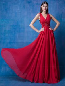 2016 Beautiful V-neck Backless Applique Flowers Beading Ruffle Burgundy Chiffon Evening Dress