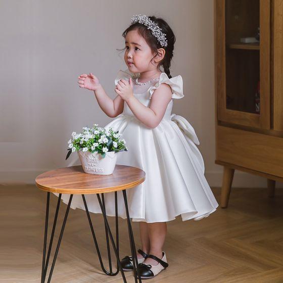 Hermoso Blanco Satén Vestidos para niñas 2020 Ball Gown Scoop Escote Manga Corta Bowknot Rebordear Cortos Vestidos para bodas
