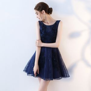 Chic / Beautiful Homecoming Graduation Dresses 2017 Royal Blue Short A-Line / Princess Scoop Neck Sleeveless Lace Flower Appliques Pearl Formal Dresses