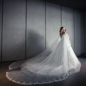 Piękne Romantyczny Ogród / Outdoor Suknie Ślubne 2017 Rhinestone Z Koronki Aplikacje Bez Rękawów Przy Ramieniu Bez Pleców Trenem Katedra Białe Suknia Balowa
