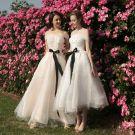 Eleganckie Szampan Białe Sukienki Dla Druhen 2018 Princessa Przy Ramieniu Kótkie Rękawy Perła Szarfa Bez Pleców Sukienki Na Wesele