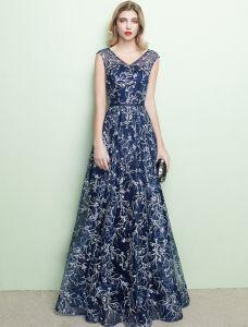 Sparkly Abendkleider 2017 V-ausschnitt Bestickt Bestickt Streifen Marineblaues Kleid