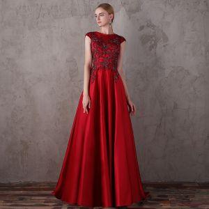 Elegante Rot Abendkleider 2018 A Linie Rundhalsausschnitt Ärmellos Perlenstickerei Pailletten Sweep / Pinsel Zug Rüschen Rückenfreies Festliche Kleider