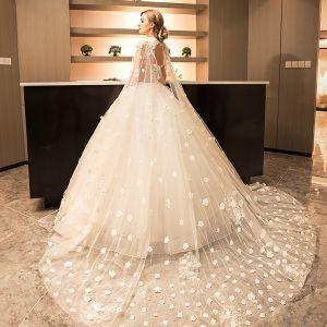 Vintage Brillante Vestidos De Novia 2017 Blanco Con Encaje Apliques Perla Lentejuelas Cuello Alto Sin Mangas Sin Espalda Cathedral Train Ball Gown