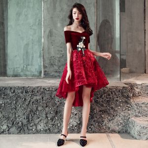 Chic / Beautiful Burgundy Cocktail Dresses 2018 A-Line / Princess Asymmetrical Suede Lace Flower Off-The-Shoulder Backless Short Sleeve Formal Dresses