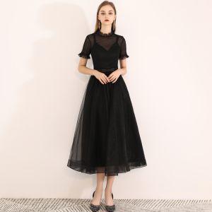 Schlicht Heimkehr Kurzes Schwarzes Kleid 2020 A Linie Schleife Stehkragen Kurze Ärmel Wadenlang Abiballkleider