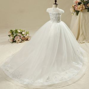 Chic / Beautiful Church Wedding Party Dresses 2017 Flower Girl Dresses White Ball Gown Chapel Train Scoop Neck Short Sleeve Lace Flower Appliques Rhinestone Pearl