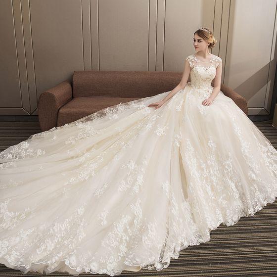 Mode Champagne Bröllopsklänningar 2018 Balklänning Spets Appliqués Beading Paljetter Urringning Halterneck Ärmlös Royal Train Bröllop