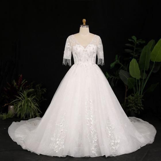 Lyx Elfenben Plus Storlek Balklänning Bröllopsklänningar 2021 Korsade remmar 1/2 ärm V-Hals Tyll Satin Spets Handgjort Beading Halterneck Appliqués Tassel Cathedral Train Bröllop