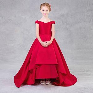 Schlicht Rot Mädchenkleider 2018 A Linie Off Shoulder Kurze Ärmel Rückenfreies Schleife Sweep / Pinsel Zug Rüschen Kleider Für Hochzeit