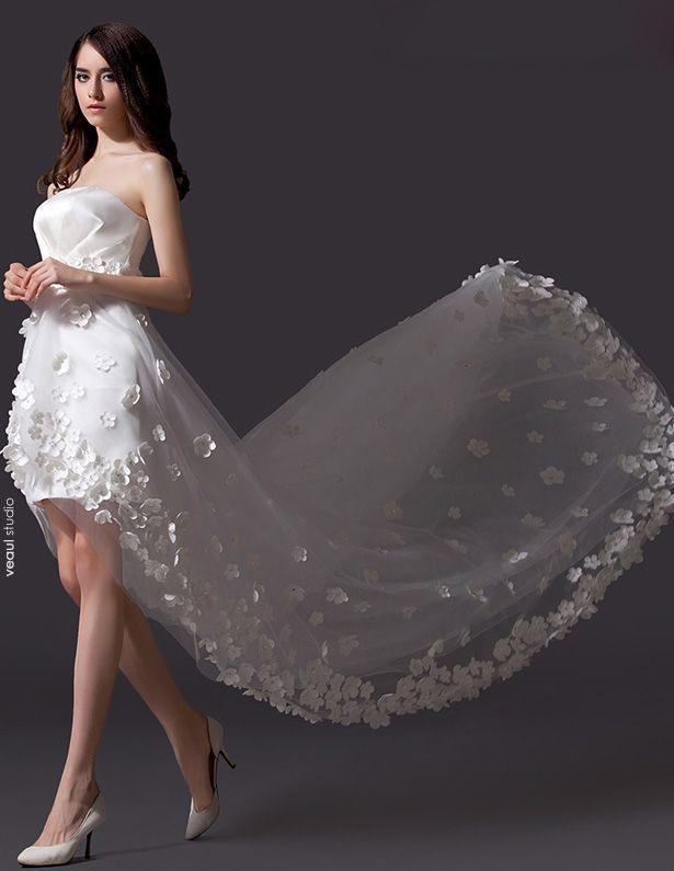 Une Ligne Fleur Brodée Robe Courte De Mariée En Tulle Asymétrique