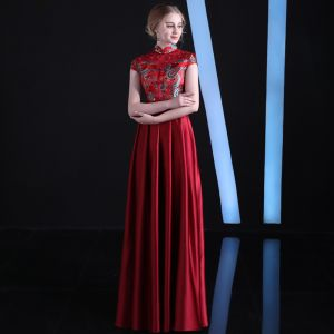 Chinese style Burgundy Evening Dresses  2018 Empire High Neck Cap Sleeves Embroidered Appliques Lace Rhinestone Sash Floor-Length / Long Ruffle Formal Dresses