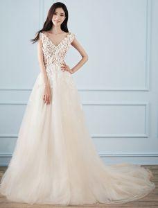 Schöne A-line Brautkleider 2017 V-ausschnitt Applique Blumen Champagner Tulle Brautkleider
