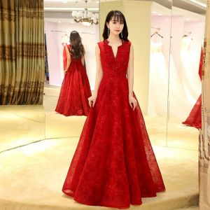 Chinese style Red Evening Dresses  2017 A-Line / Princess Floor-Length / Long V-Neck Sleeveless Backless Lace Appliques Pearl Beading Crystal Formal Dresses