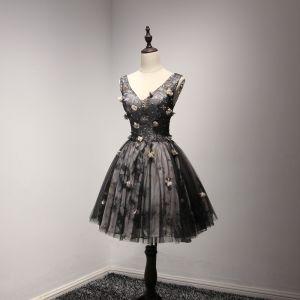 Hermoso Vestidos Formales 2017 Vestidos de fiesta Negro Cortos Ball Gown V-Cuello Sin Espalda Sin Mangas Flores Artificiales Con Encaje Apliques Rebordear Crystal Lentejuelas