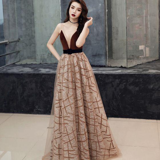 Seksowne Brązowy Zamszowe Sukienki Wieczorowe 2019 Princessa Przezroczyste Głęboki V-Szyja Bez Rękawów W paski Tiulowe Szarfa Trenem Sąd Wzburzyć Bez Pleców Sukienki Wizytowe