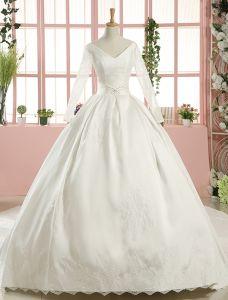 2016 Vackra Balklänning V-ringad Långa Ärmar Applikationer Spets Backless White Satin Bröllopsklänning Med 1 M Svans