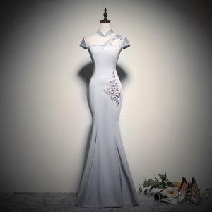 Chinesischer Stil Grau Durchsichtige Abendkleider 2020 Meerjungfrau Stehkragen Ärmel Blumen Applikationen Spitze Perlenstickerei Lange Rückenfreies Festliche Kleider